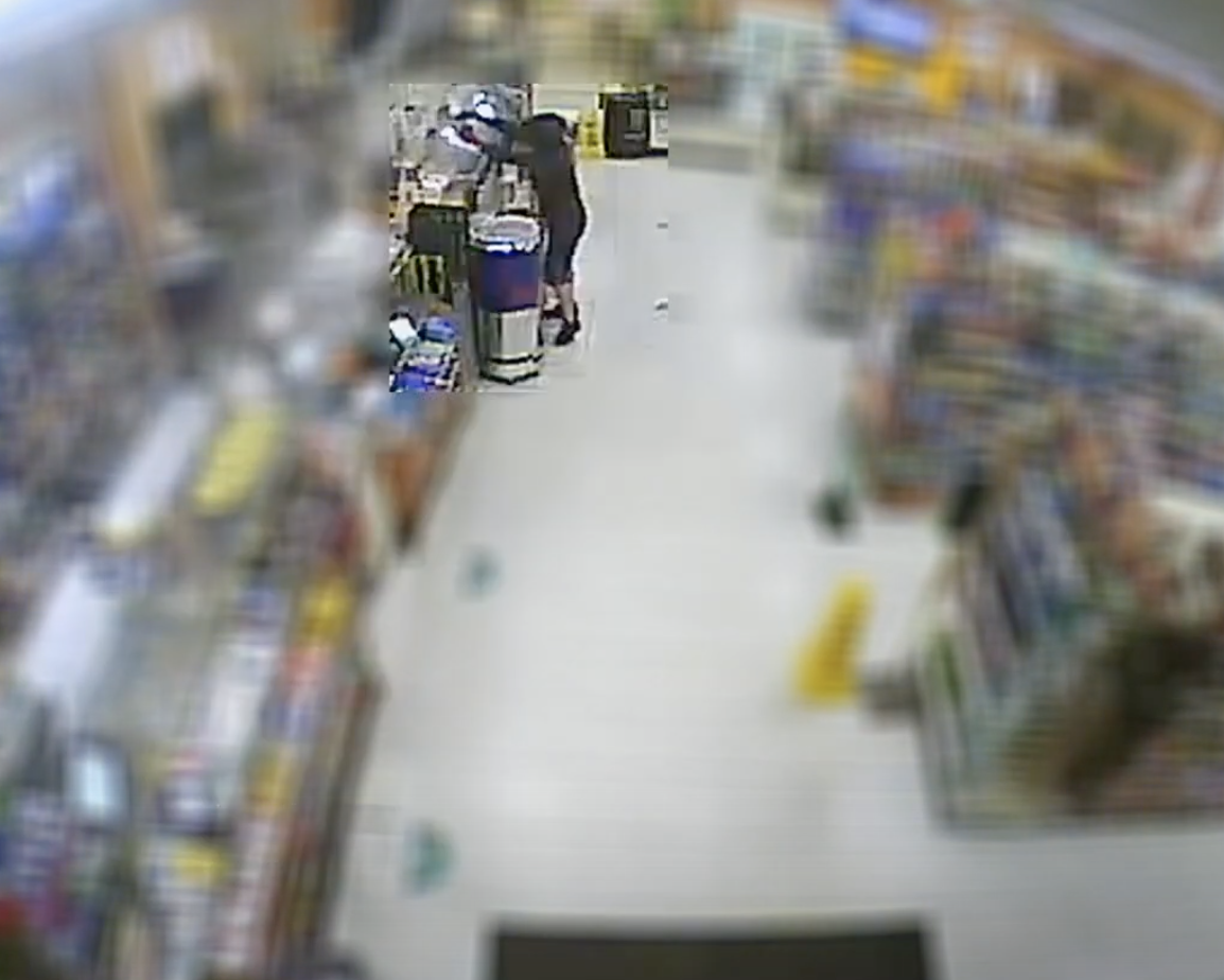VIDEO: Man robs Tampa convenience store at gunpoint