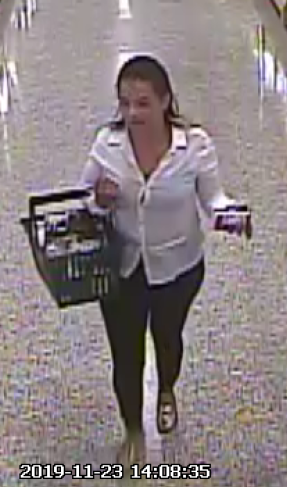 Detectives searching for suspects who stole wallet from a grocery cart